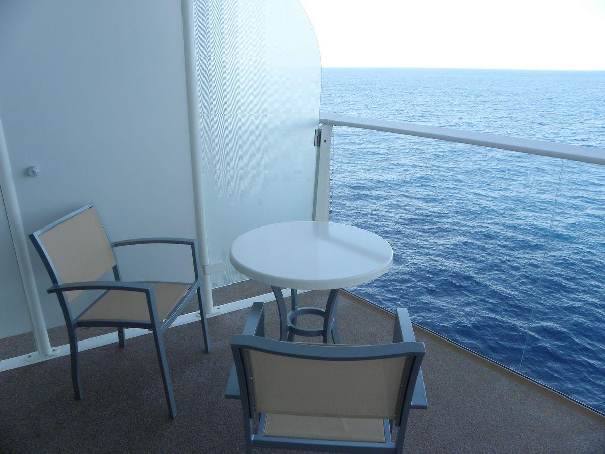 Vista al mar superior con balcón