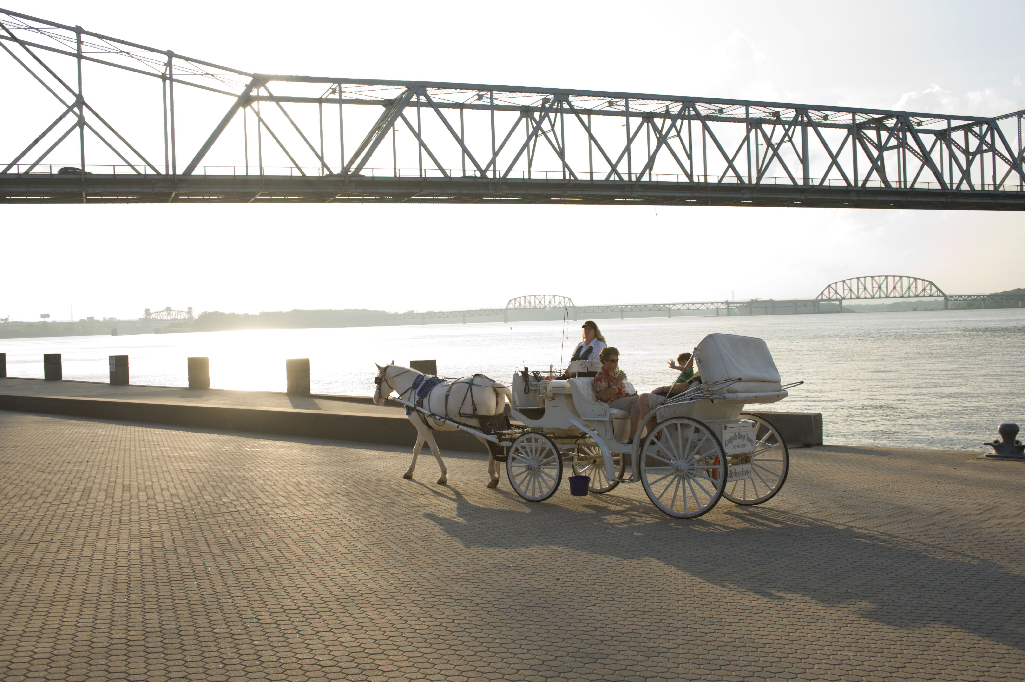 10 Romantic Things for Couples to Do in Louisville