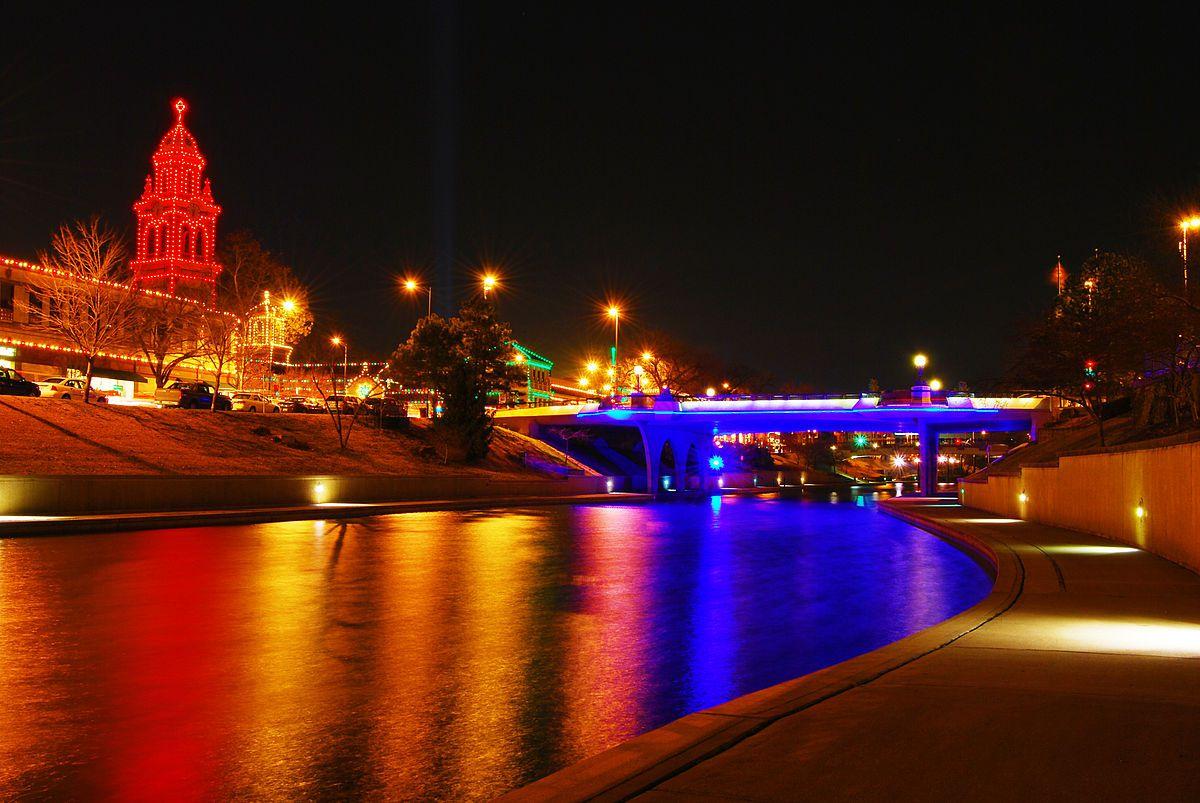 Where to See Kansas City Christmas Lights Displays