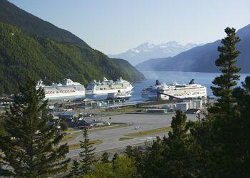 USA, Alaska, Skagway, cruise ships and ferry in harbor