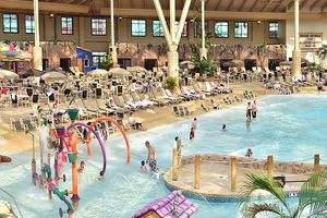 Wilderness Wisconsin Dells indoor water park resort wave pool