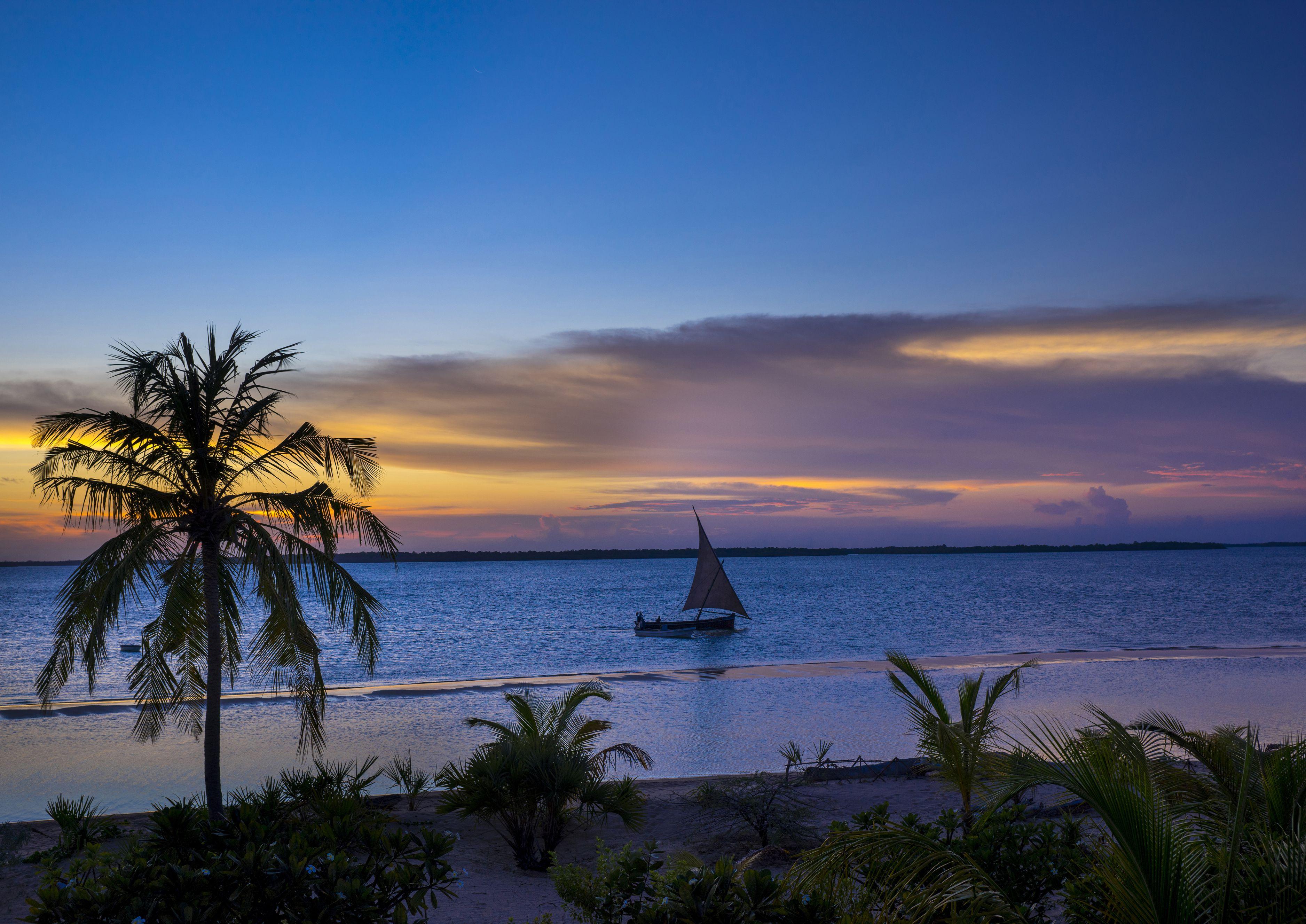 Kenya, Lamu County, Kizingoni Beach, sunset on the beach