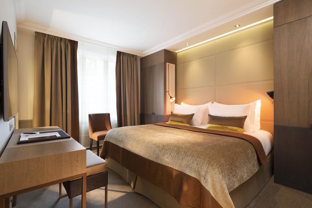 Room at the Hotel Villa Saxe Eiffel in Paris
