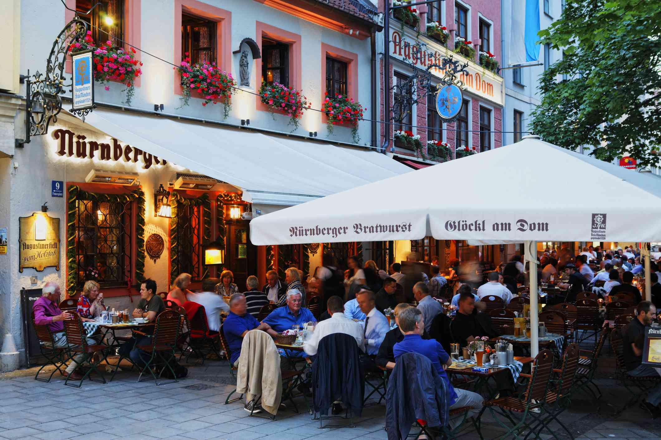Bratwurst-Glöckl am Dom in Munich