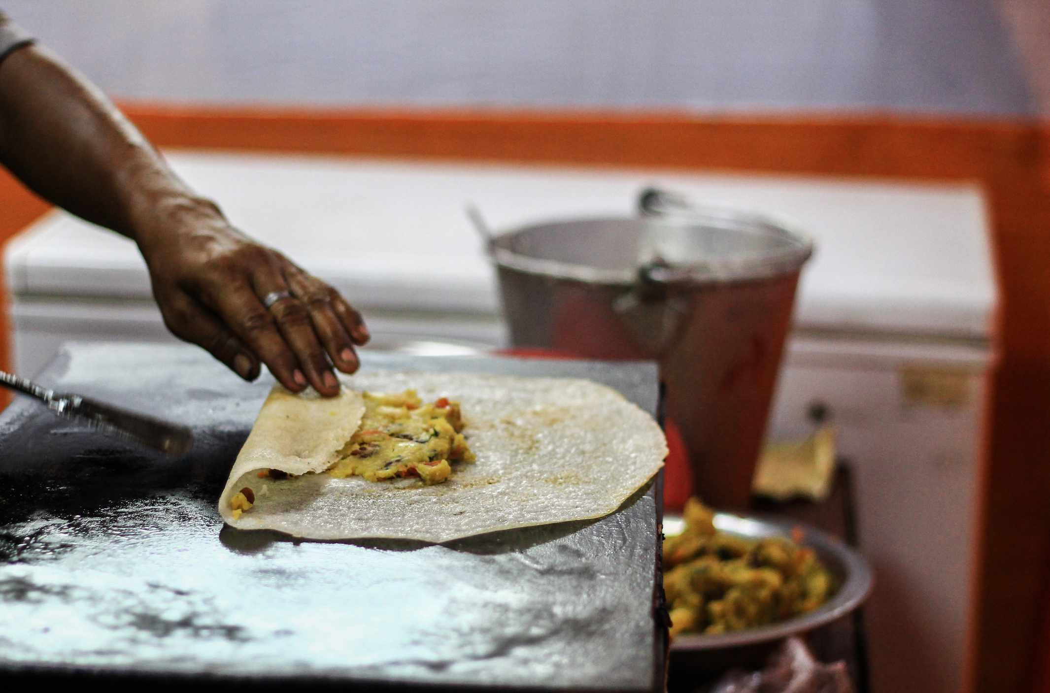 Cooking masala dosa.