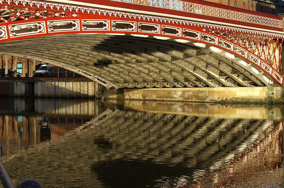 Puente sobre el Aire en Leeds