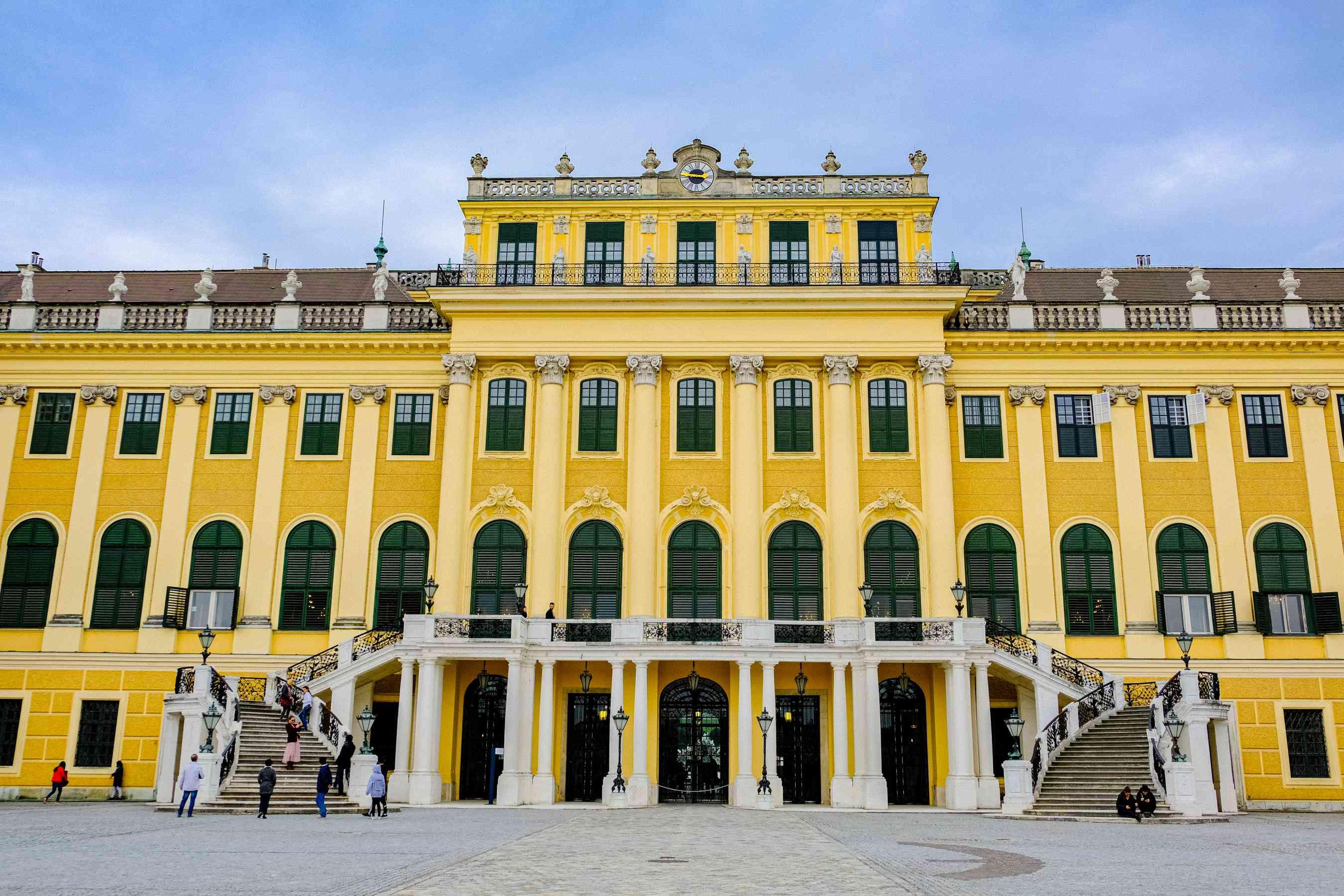 La fachada amarilla del Palacio de Schonbrunn