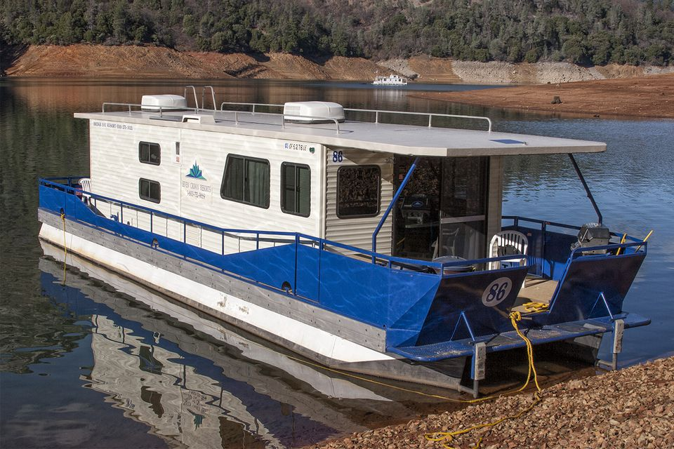 Houseboat at Lake Shasta