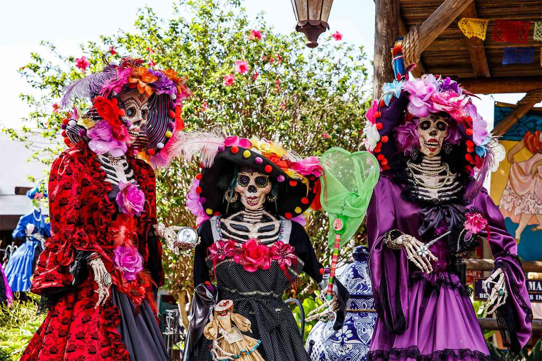 Celebrating Dia de Los Muertos in San Diego Old Town