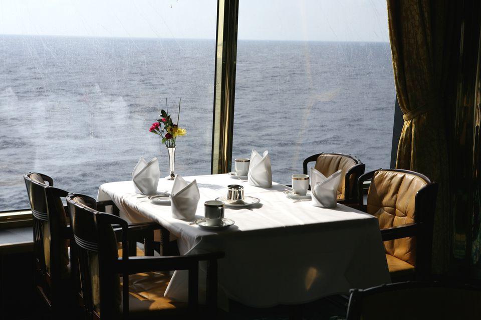 Mesa de comedor en un crucero