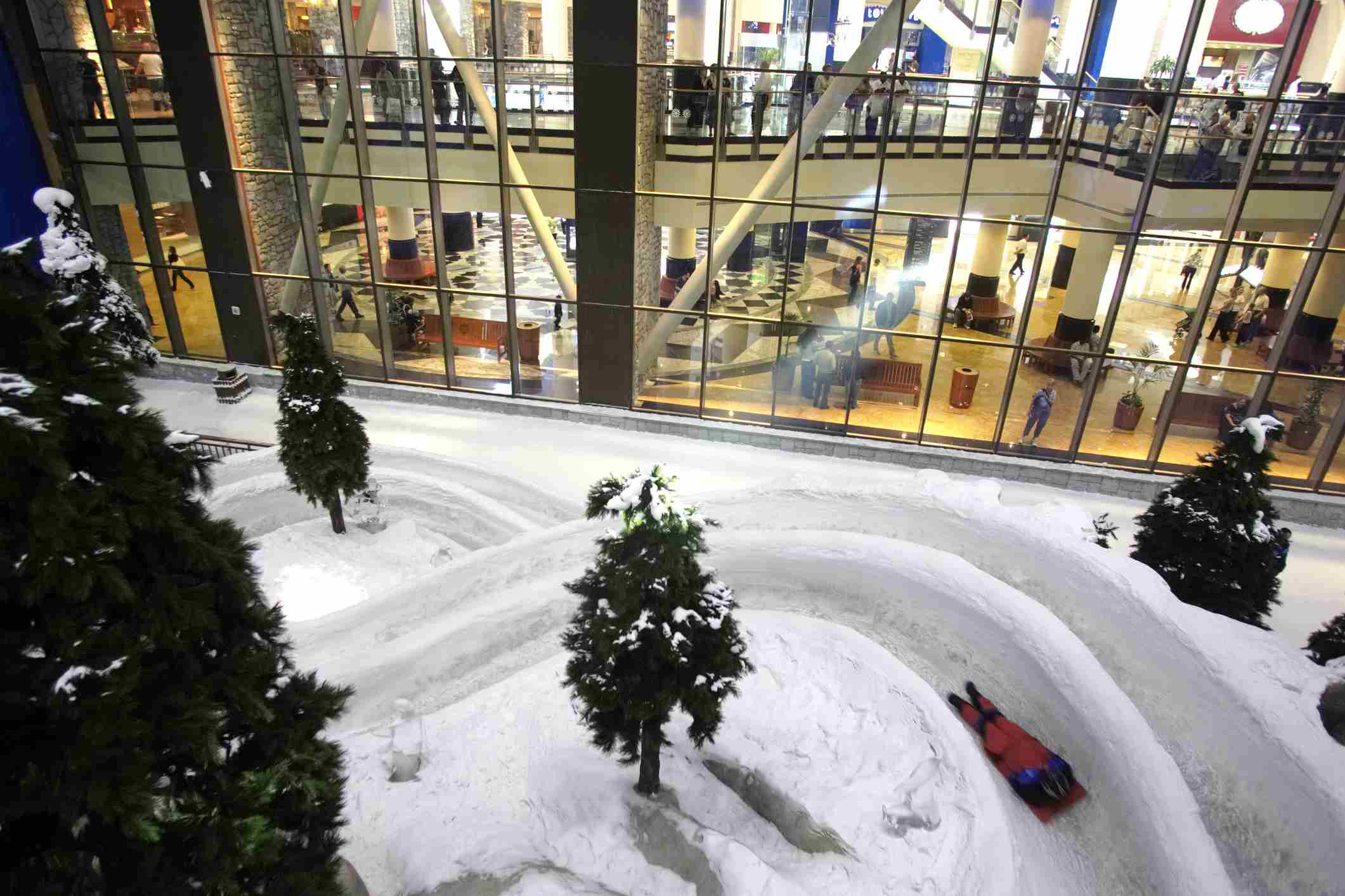 Dubai, Jumeirah, Snow Dome at the Mall of the Emirates