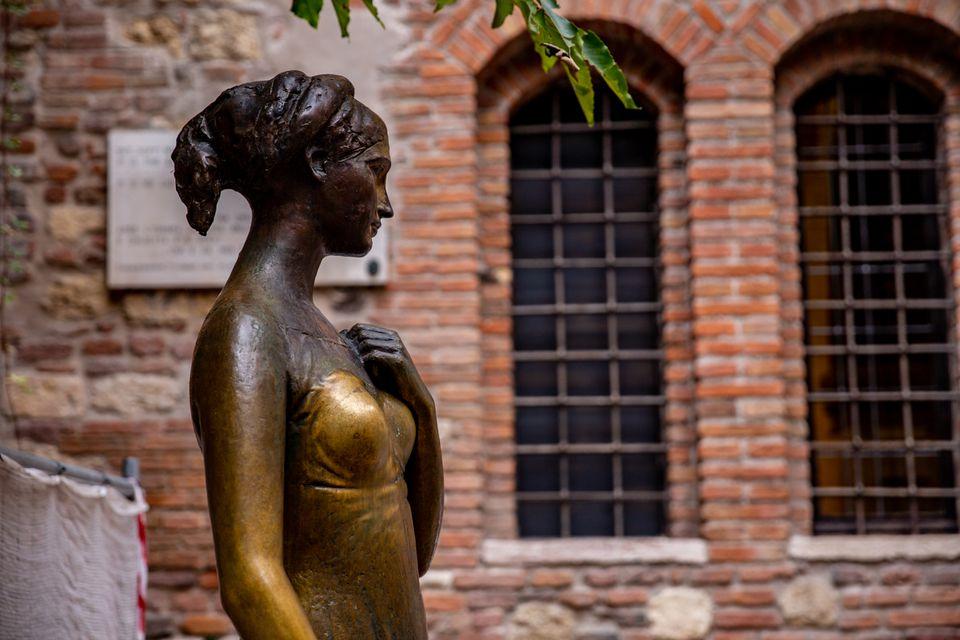 Juliet statue in Verona, Italy