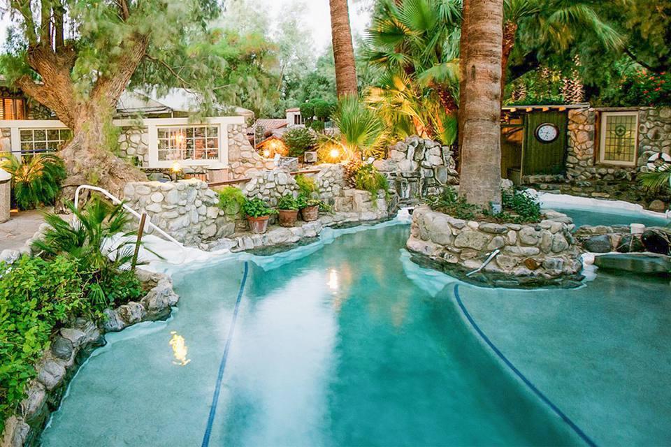 Aguas termales al aire libre en Two Bunch Palms