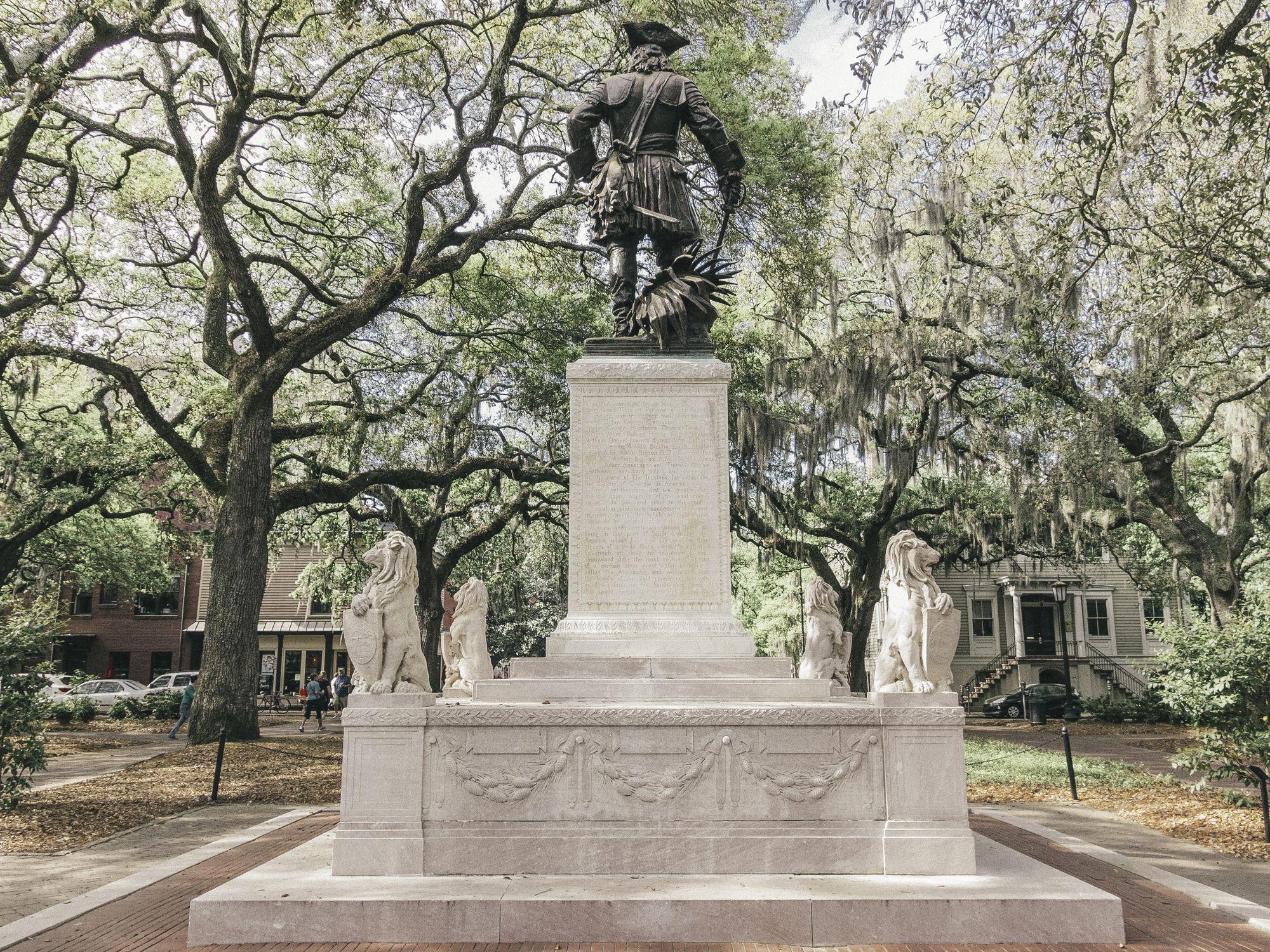 Estatua del general Oglethorpe en Chippewa Square en el centro de Savannah, Georgia