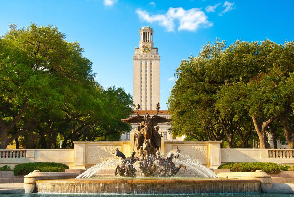 Torre y fuente de la Universidad de Texas