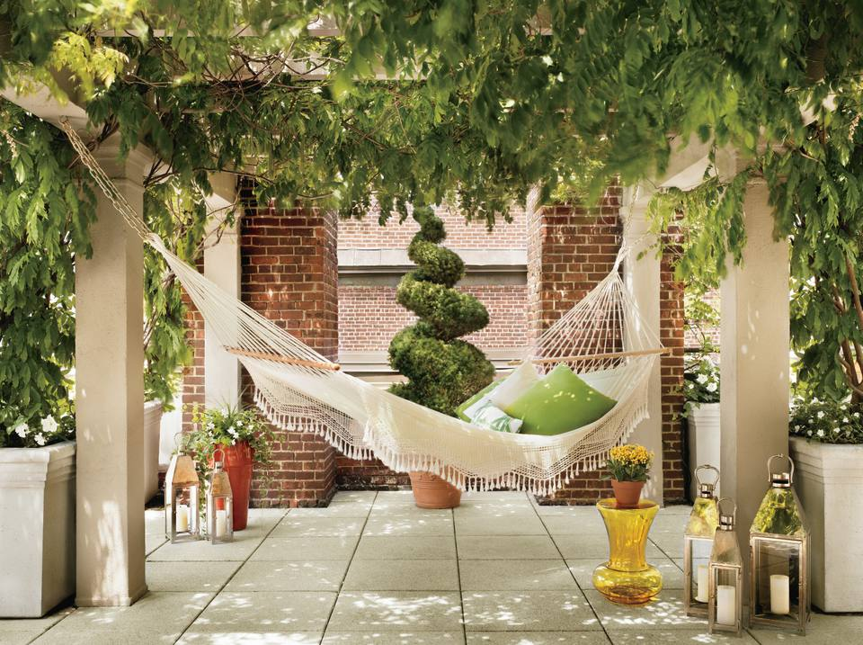 Hammock hanging in garden patio of Hudson Hotel