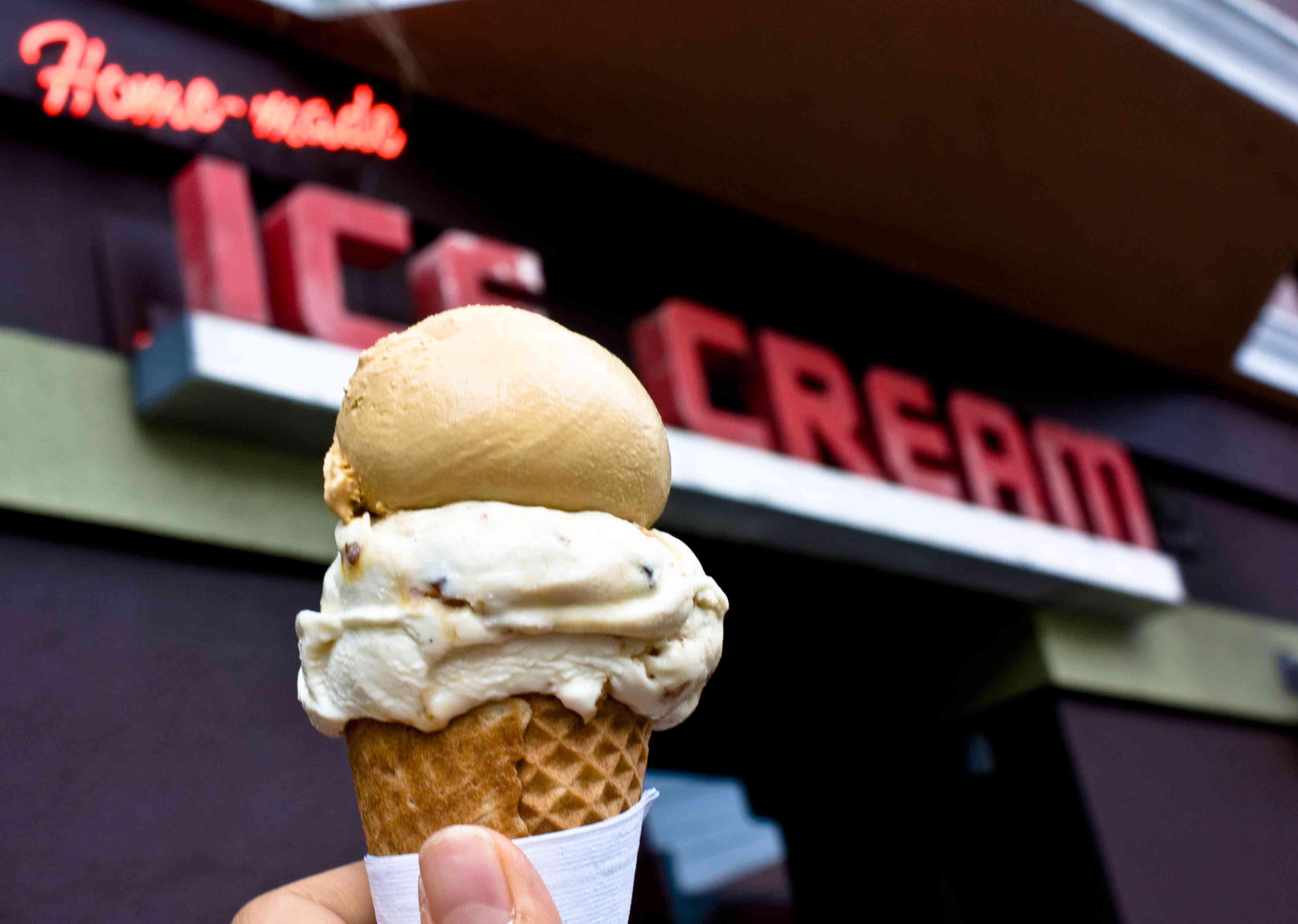 Bi-Rite ice cream, outside the store