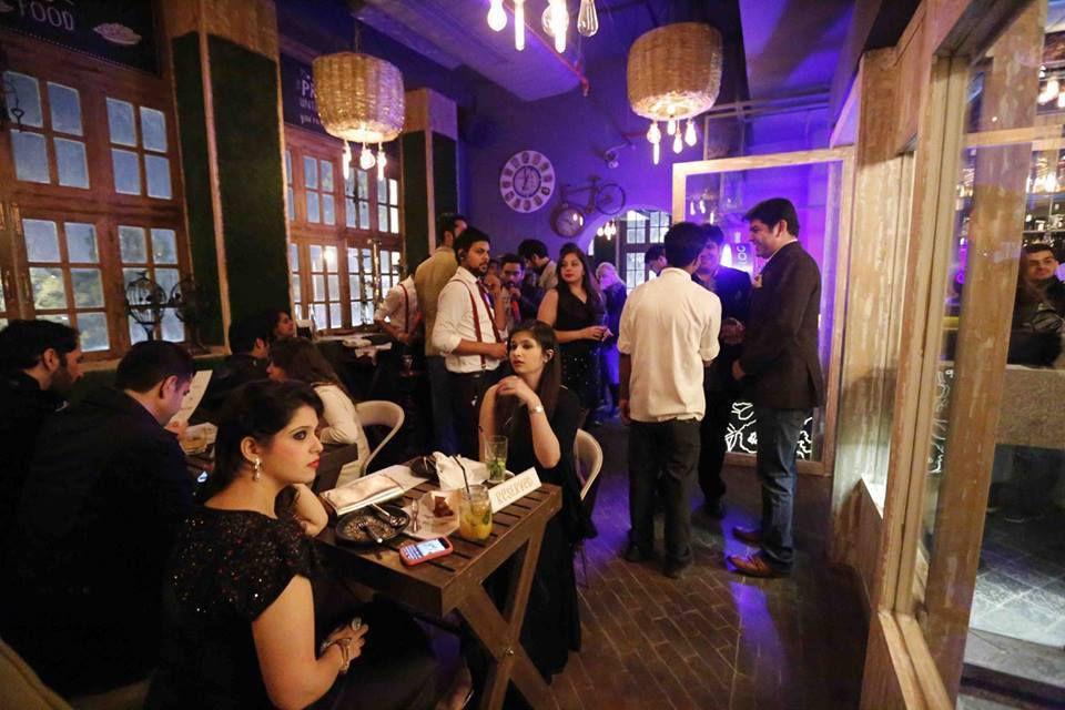 Farzi Cafe