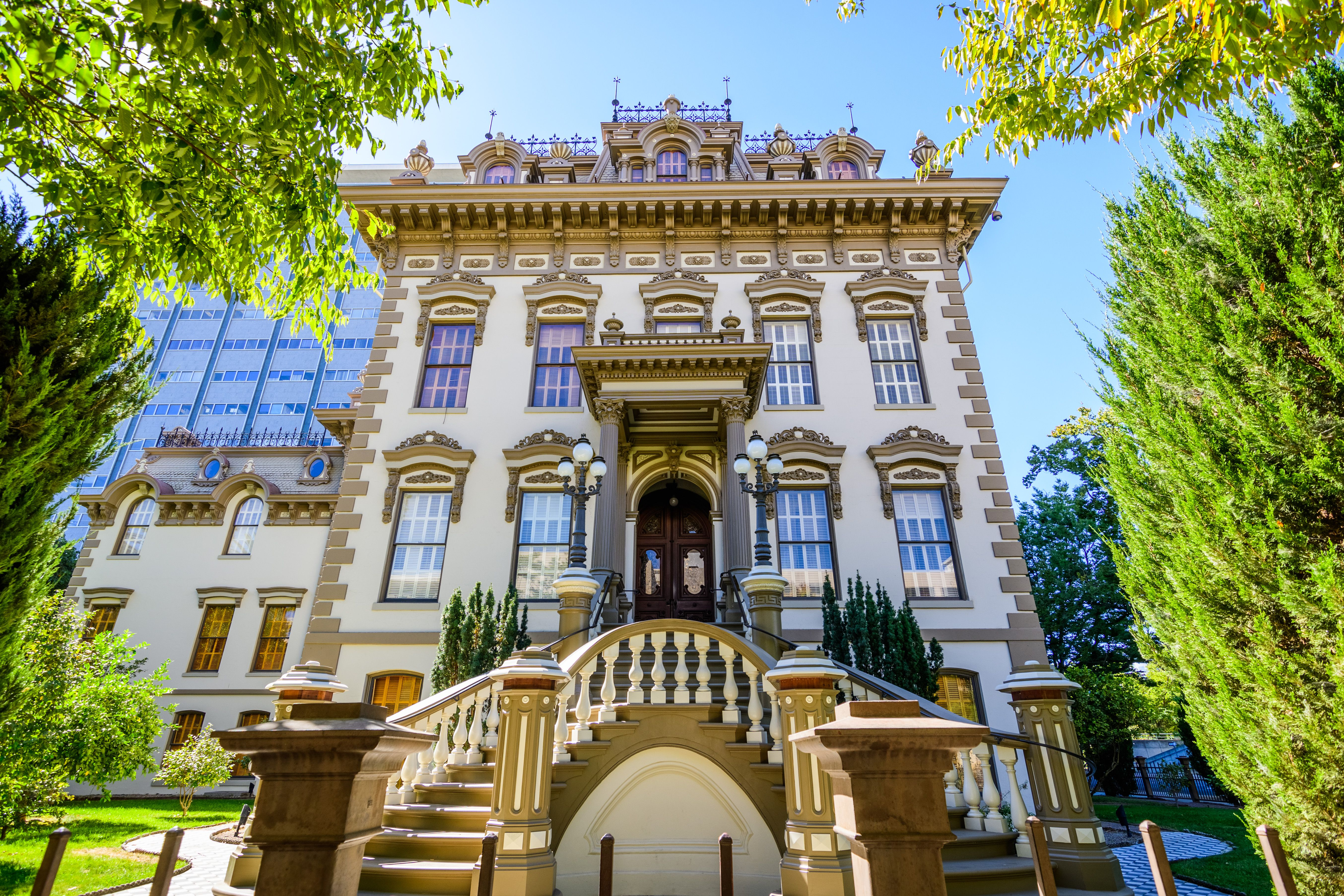 exterior of Leland Stanford Mansion located in downtown Sacramento