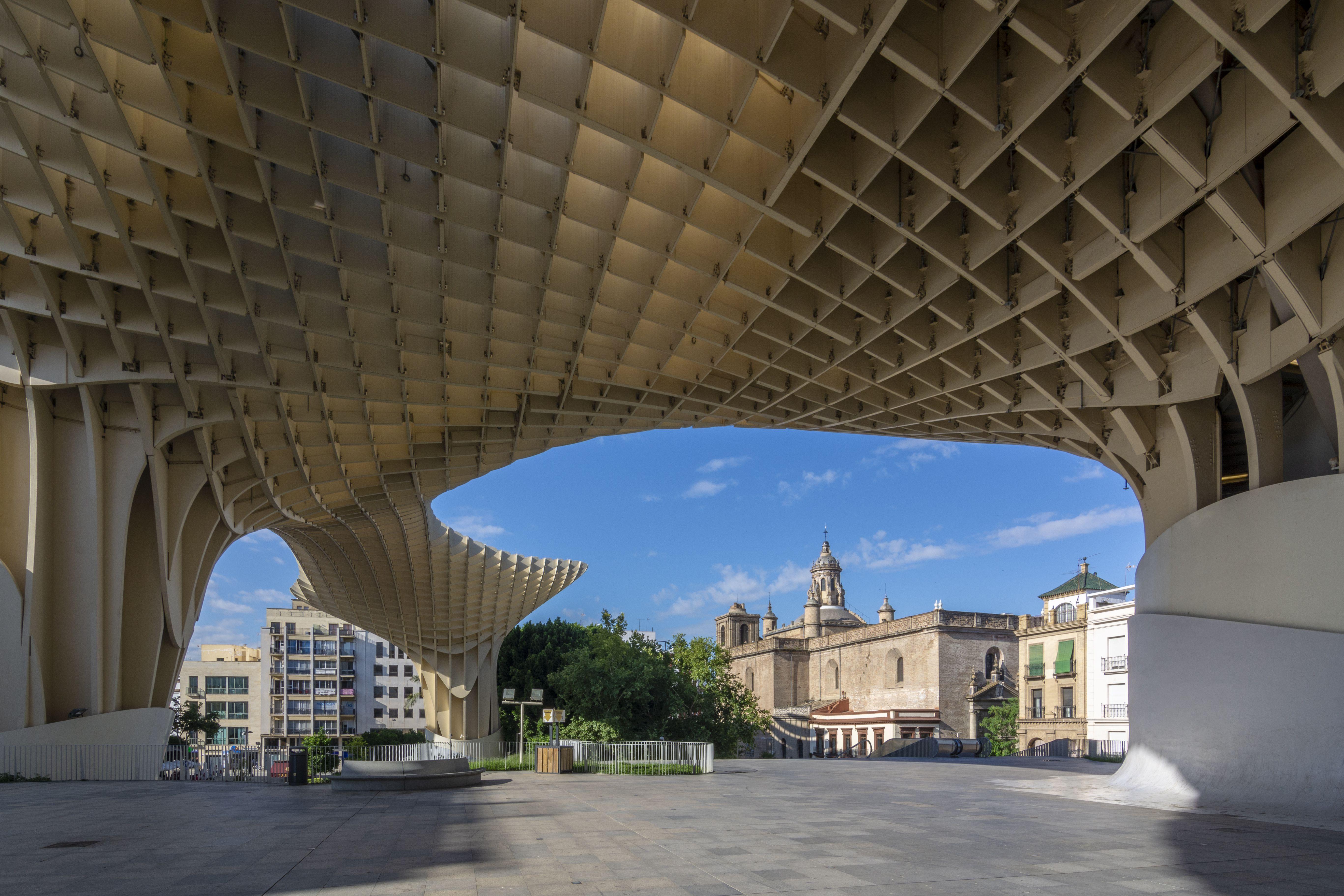 Vista de la ciudad a través del hongo de Sevilla, Andalucía, España