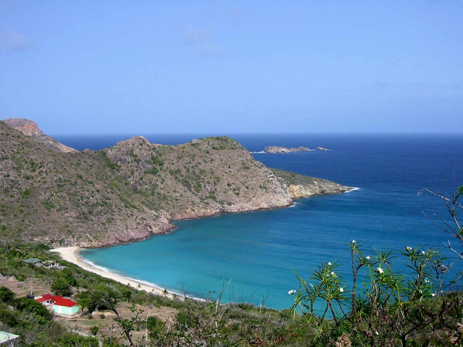 'Guvernørens strand - en smuk, afsondret strand på øen St. Barthelemy (St. Barts), i den franske Vestindien