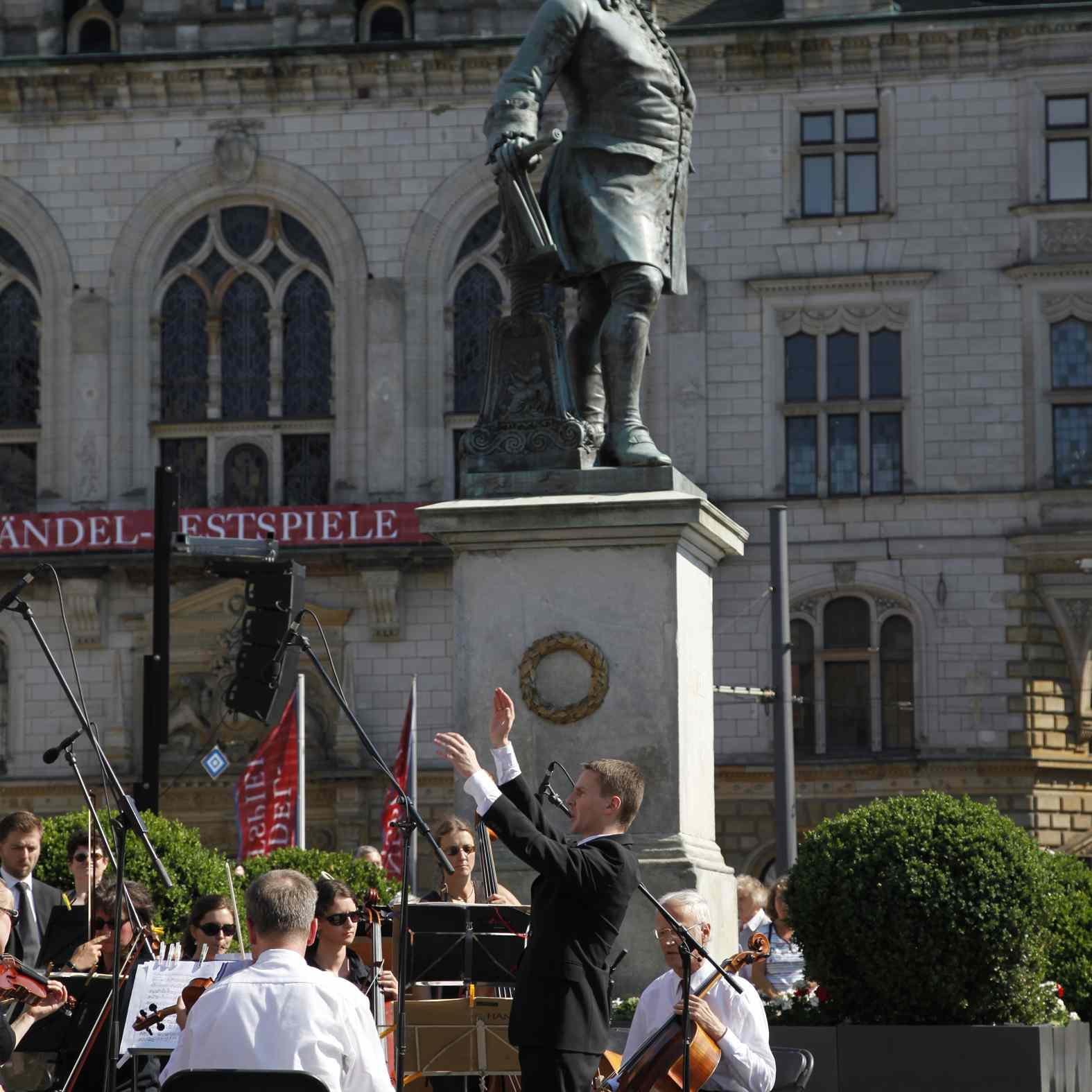 Feierstunde auf dem Marktplatz am Händel-Denkmal