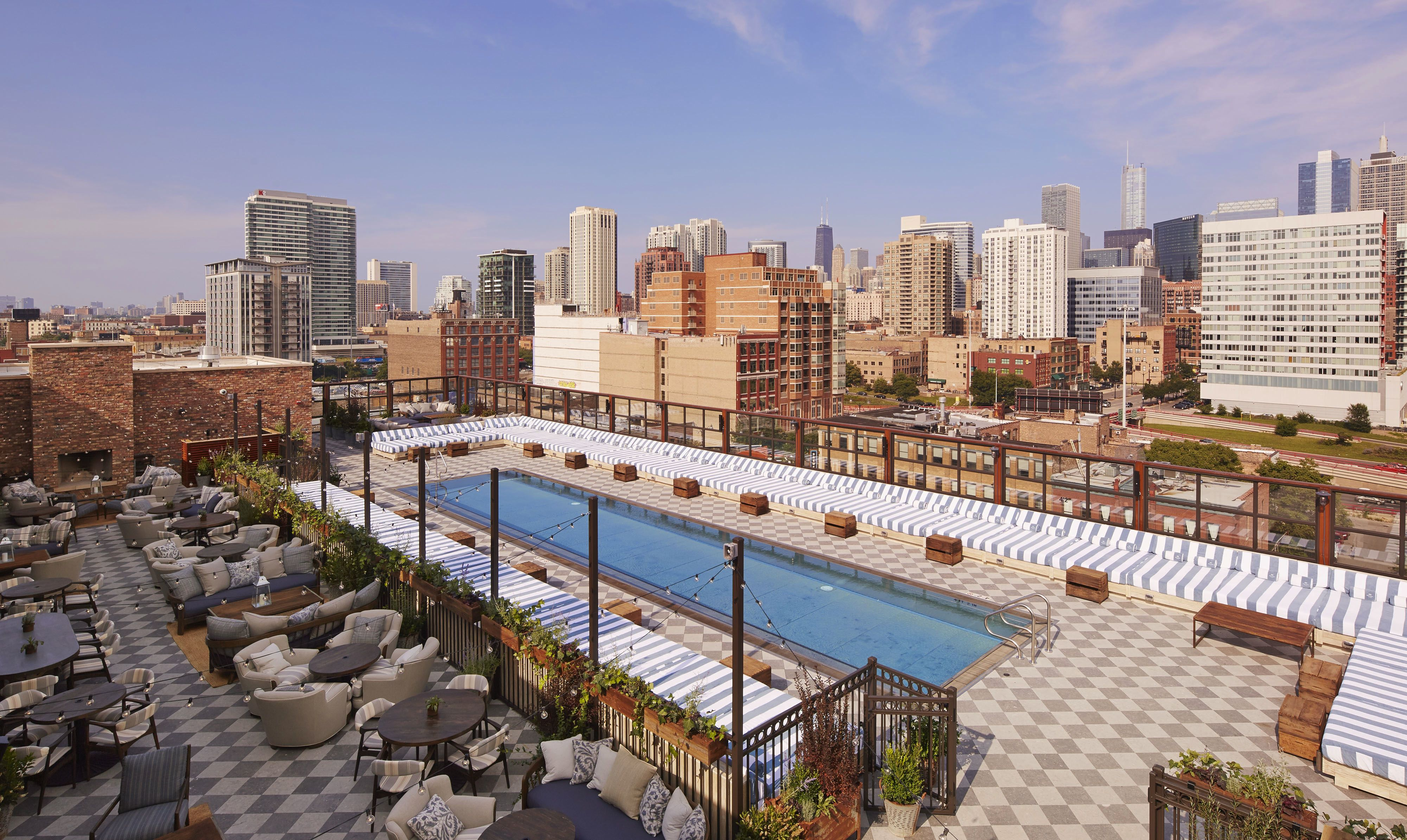 The 10 best swimming pools in chicago - Hotel new york swimming pool roof ...