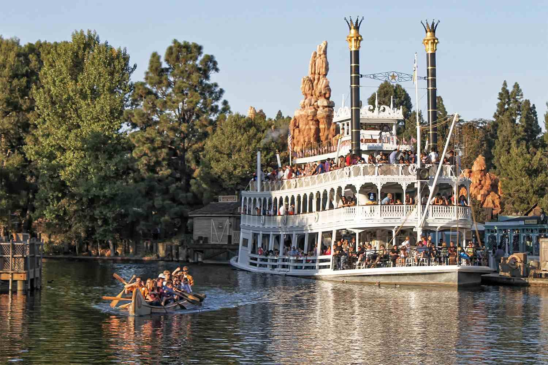 Davy Crockett Explorer Canoes and the Mark Twain Riverboat