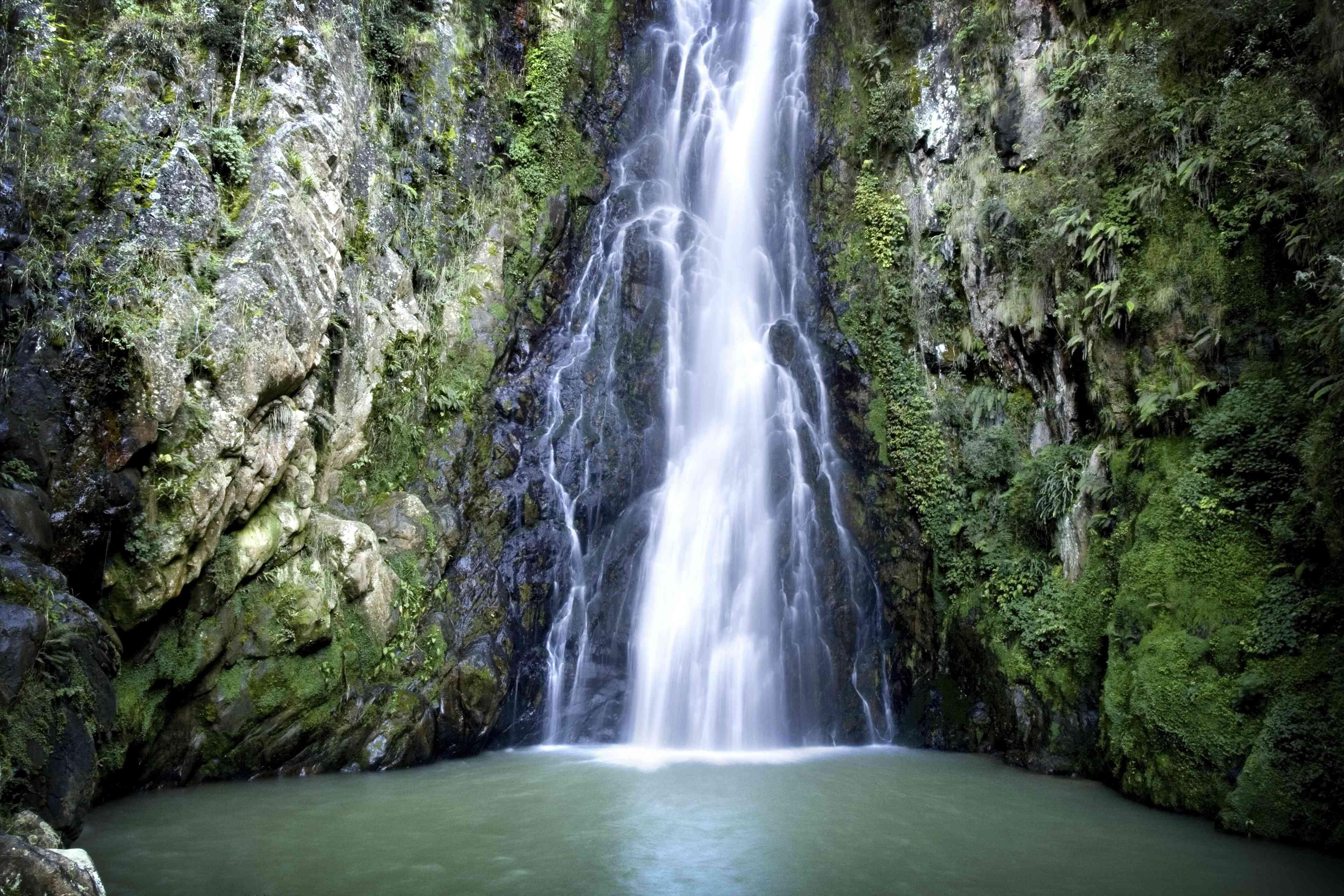 Salto de Aguas Blancas / Aguas Blancas waterfall