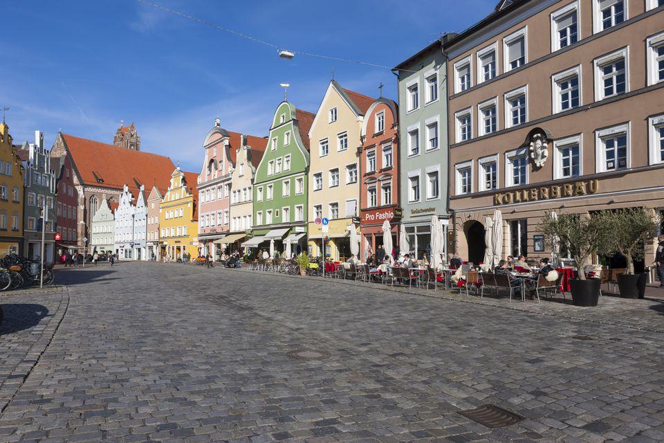 Alemania, Baviera, Landshut, casco antiguo, edificios históricos en la zona peatonal