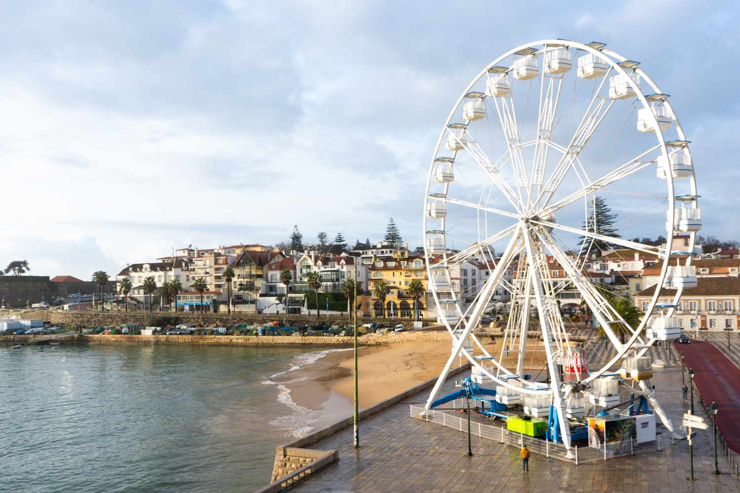 View of a beach in Cascais with a ferries wheel