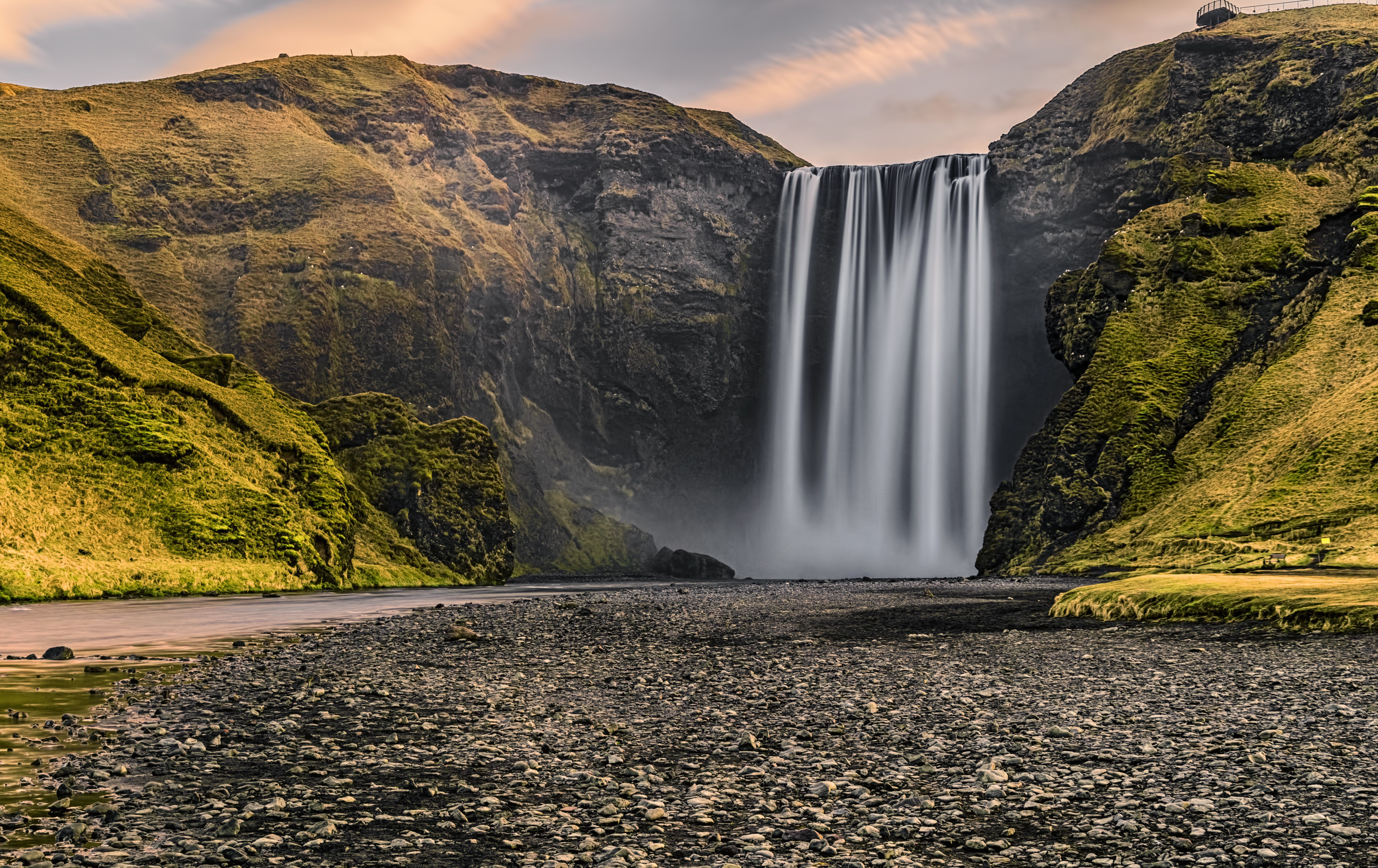 Planning A Road Trip >> Iceland's Skógafoss Waterfall: The Complete Guide