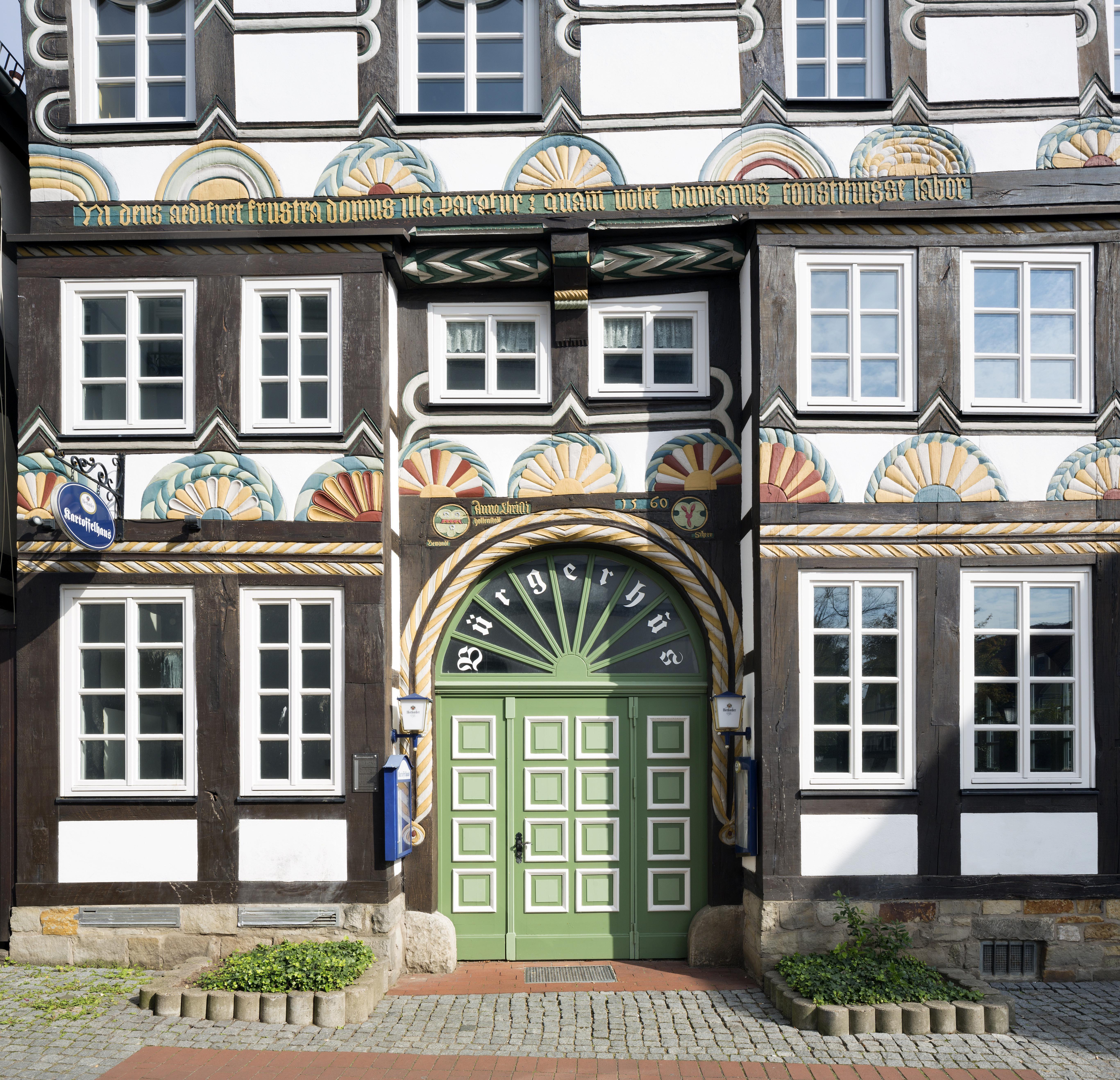 Buergerhus entrance, half-timbered house of 1560, Kupferschmiedestrasse, Hamelin historic center