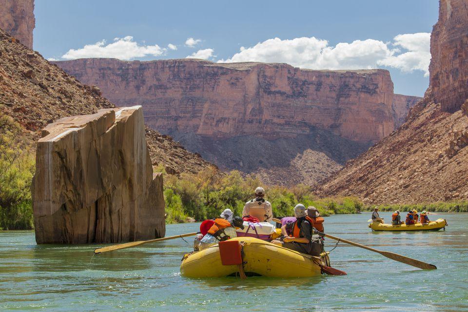 Rafting en aguas bravas en el Gran Cañón del Río Colorado