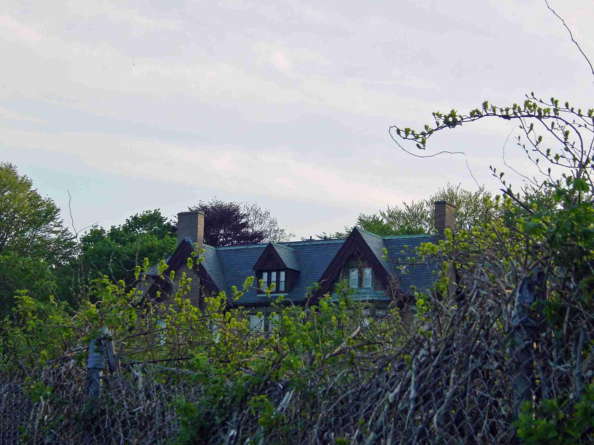 Newport Cliff Walk Public Right-of-Way Crosses Private Properties