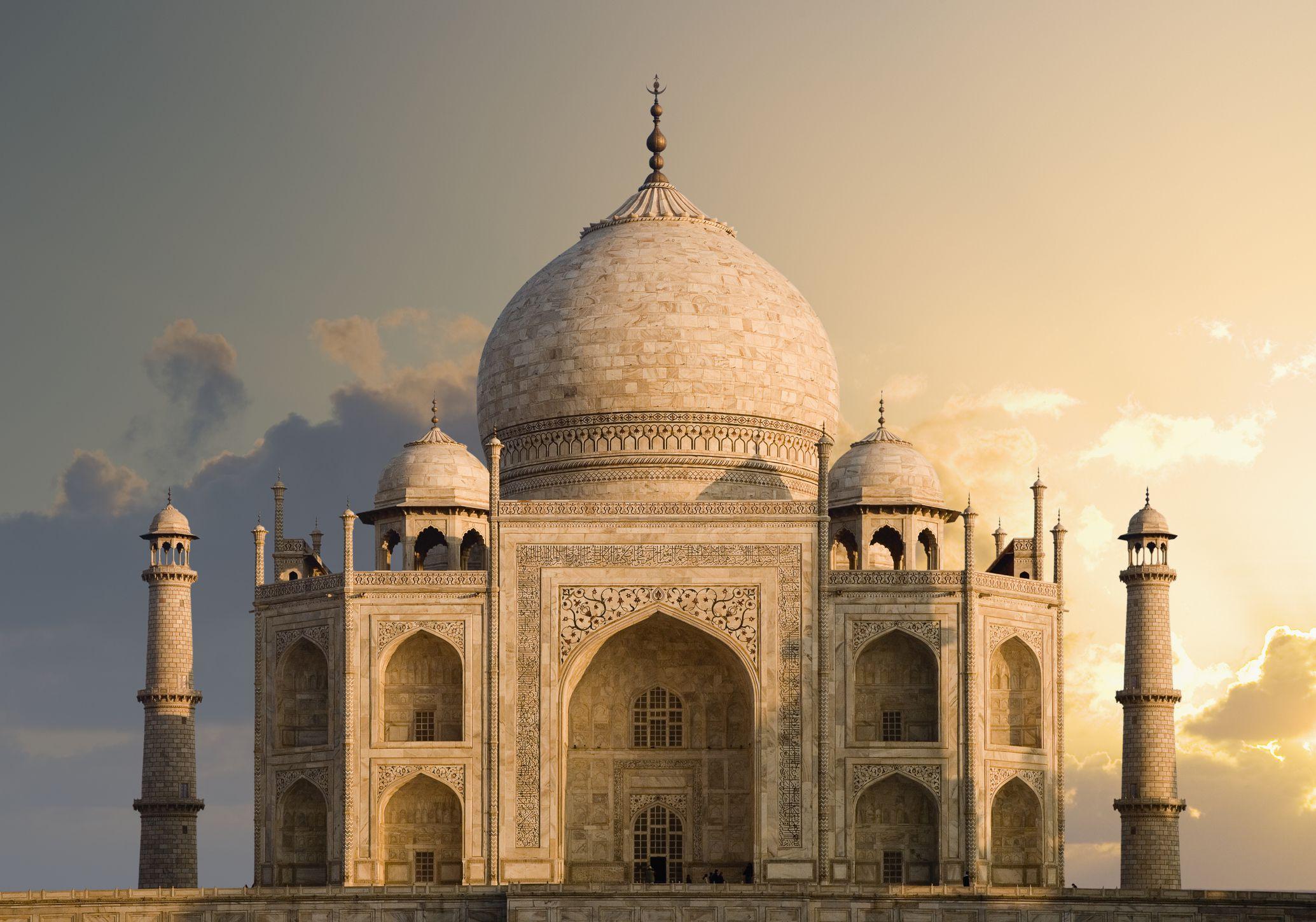Best Trains For Travel Between Delhi And Agra Taj Mahal