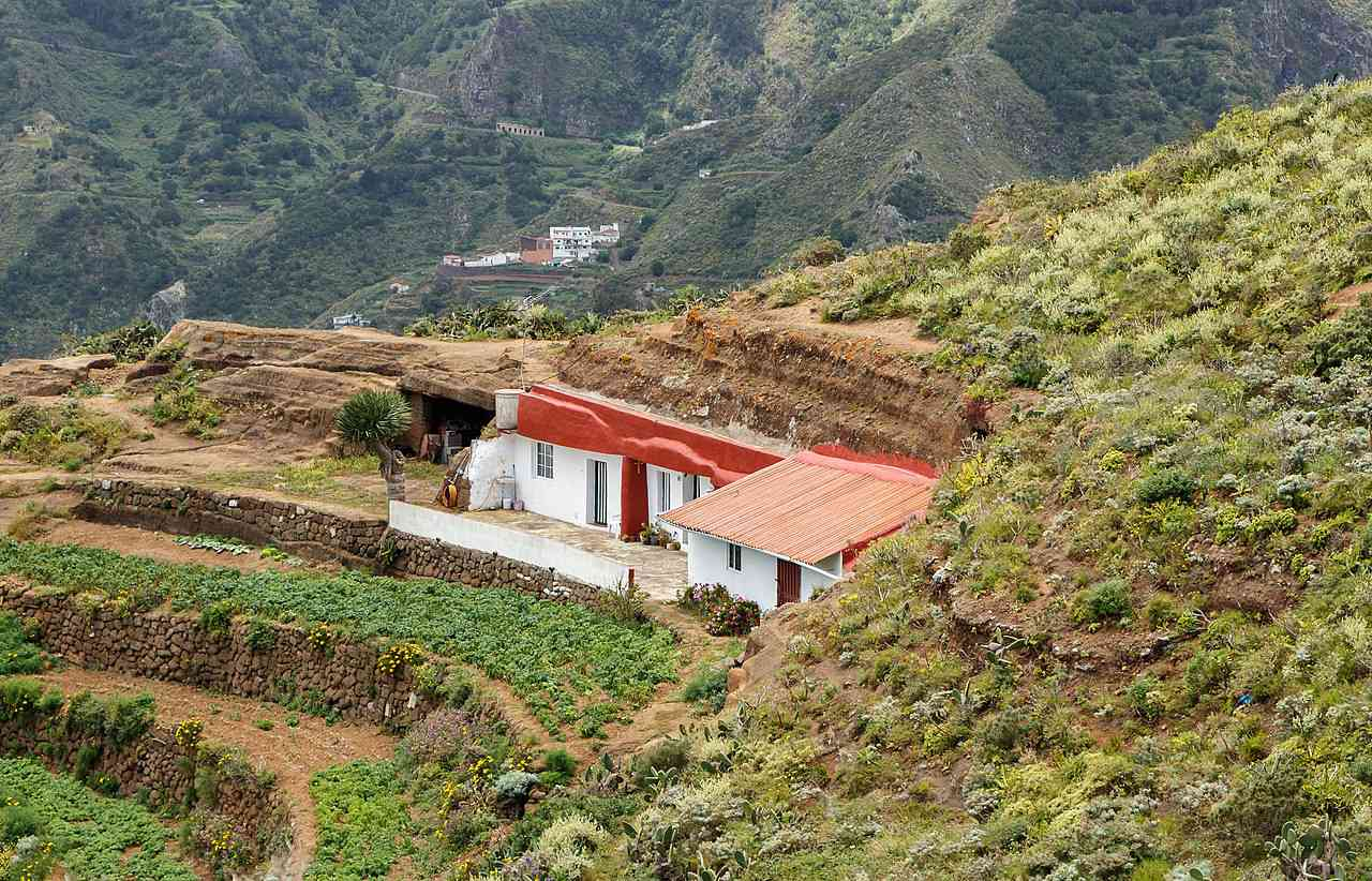 Cave houses in Chinamada