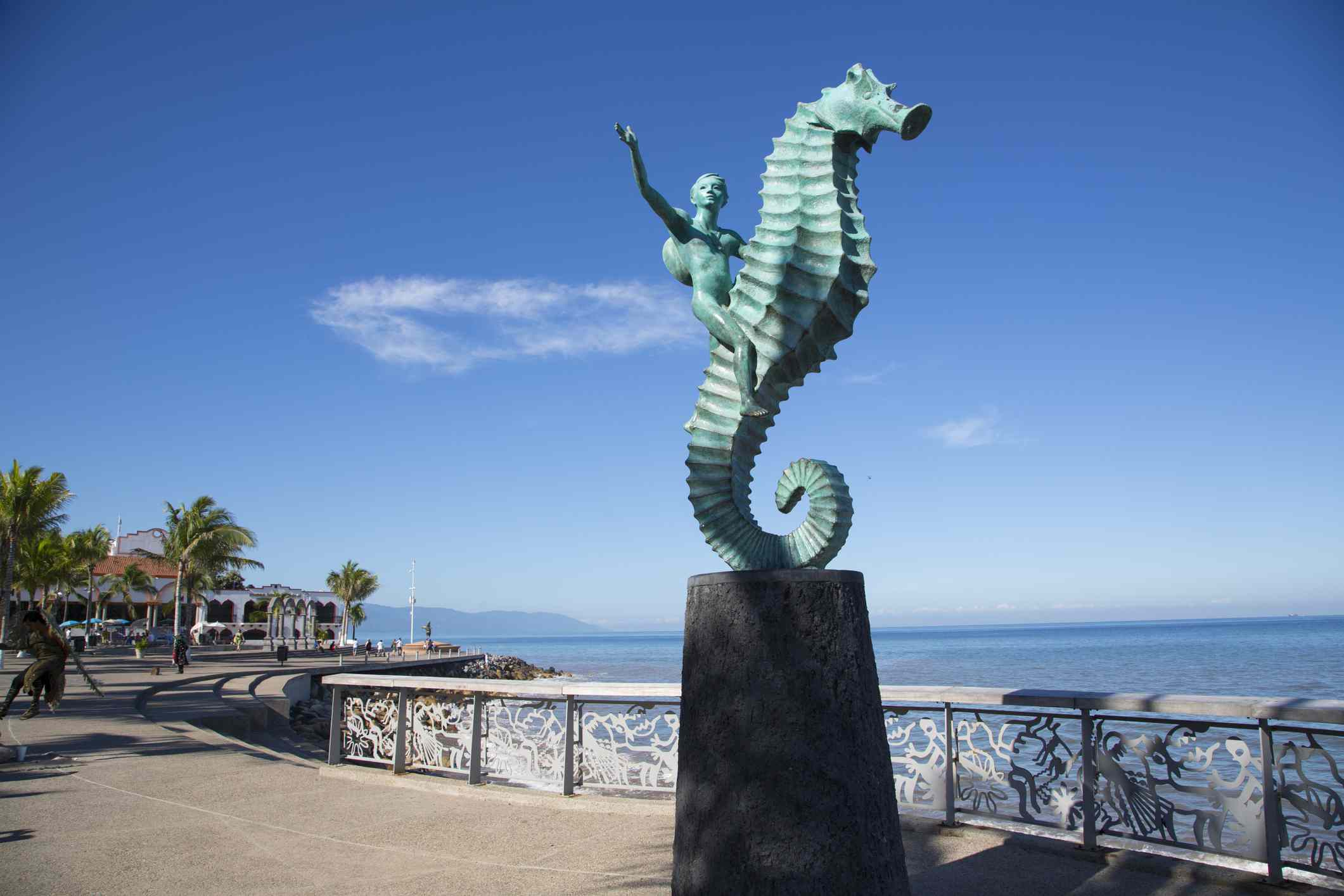 El caballito de mar de Rafael Zamarripa en el malecón de Puerto Vallarta