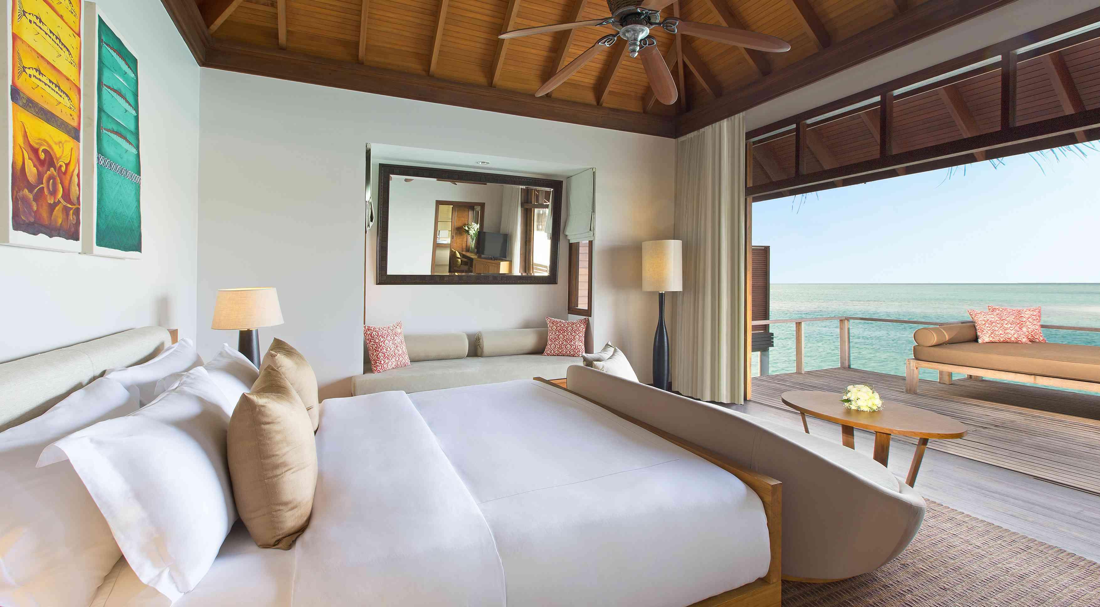 Anantara Veli deluxe bungalow room
