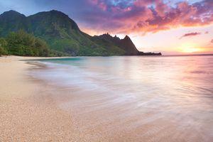 Kauai-tunnels Beach in Hawaii at sunset