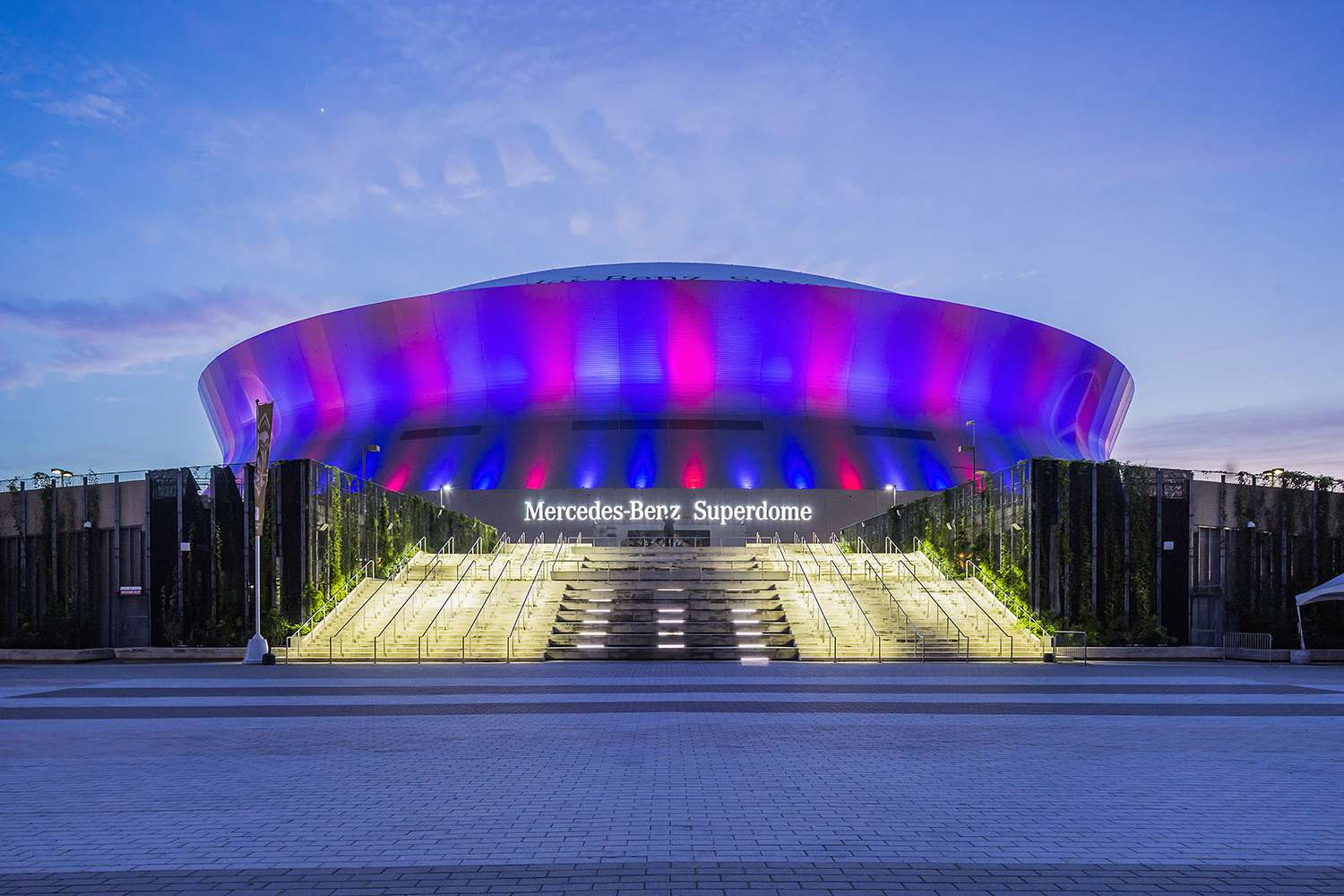 Central Business District, view of the Mercedes-Benz Superdome