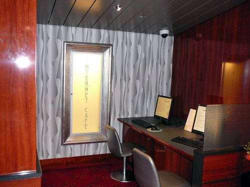The Norwegian Pearl's Internet Cafe