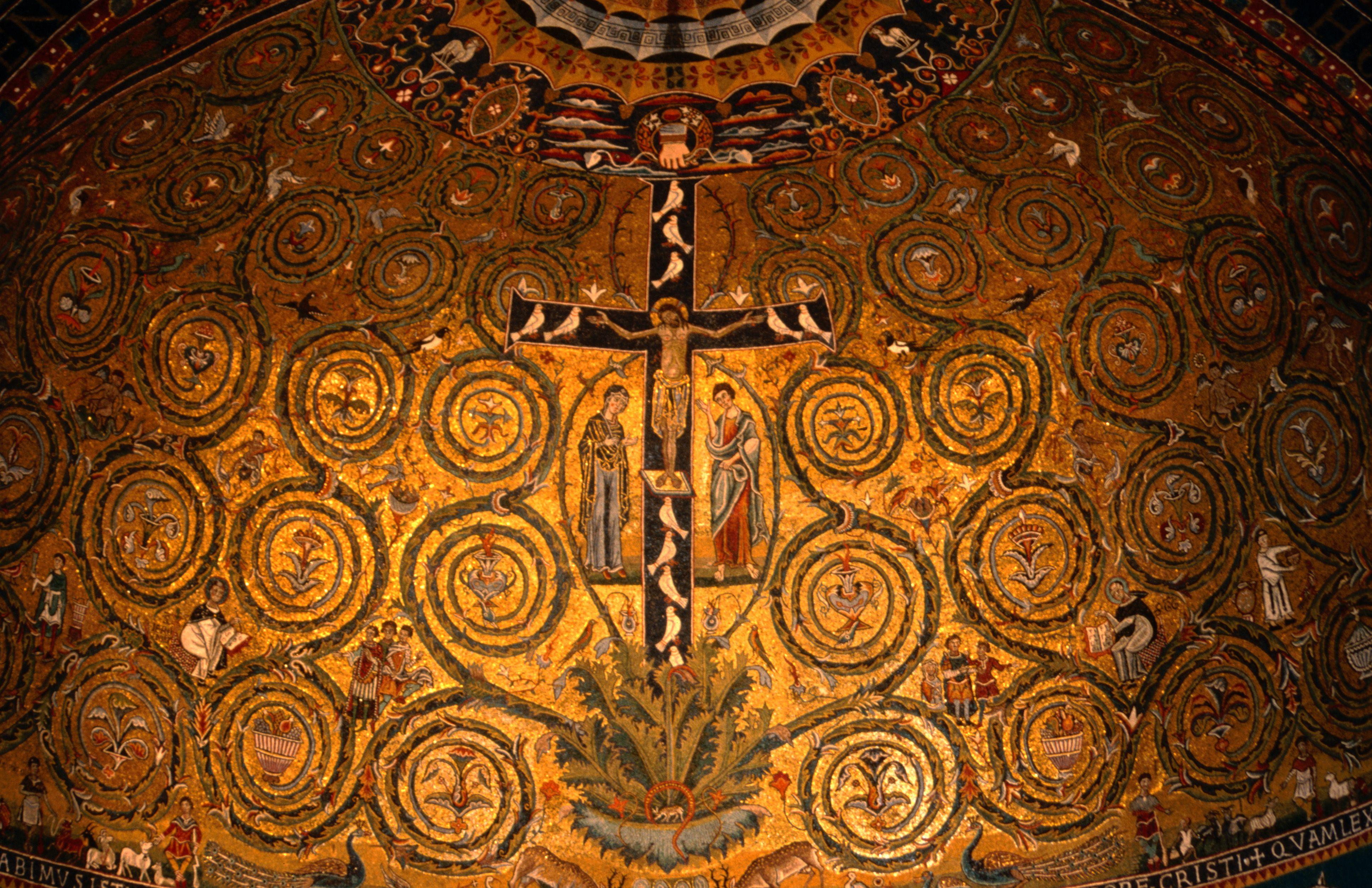 Detalle de mosaicos en el ábside del siglo XII en la Basílica de San Clemente