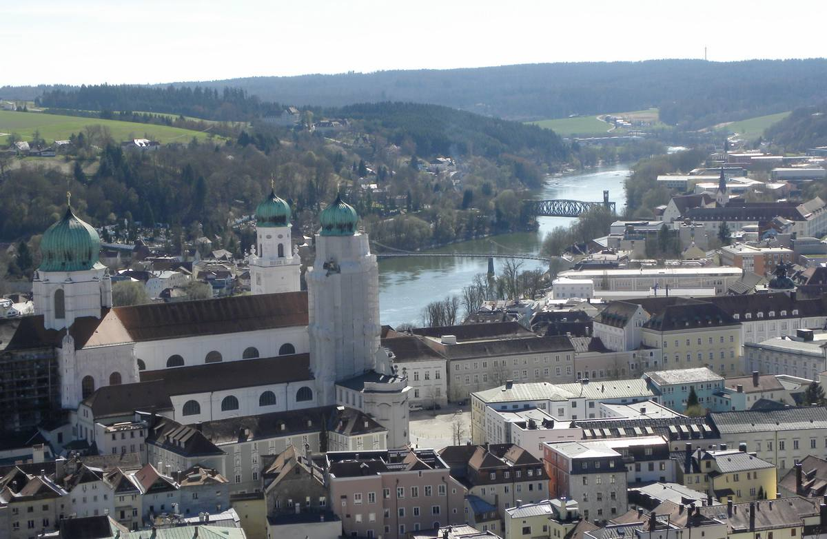 Vista de Passau, Alemania y el río Inn desde la fortaleza de Oberhaus