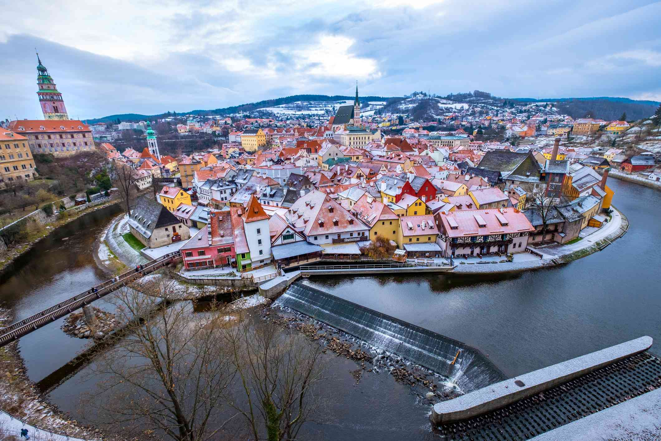 Nieve que cubre un lugar mágico en invierno - Český Krumlov , República Checa