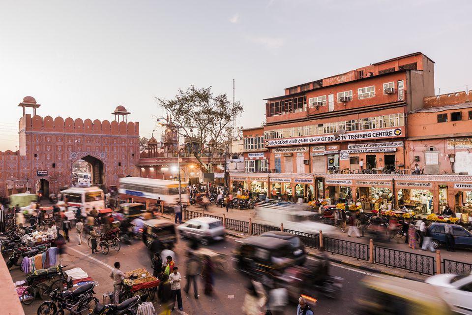جايبور ، راجستان.  Chandpol Bazaar بالقرب من بوابة Chandpol