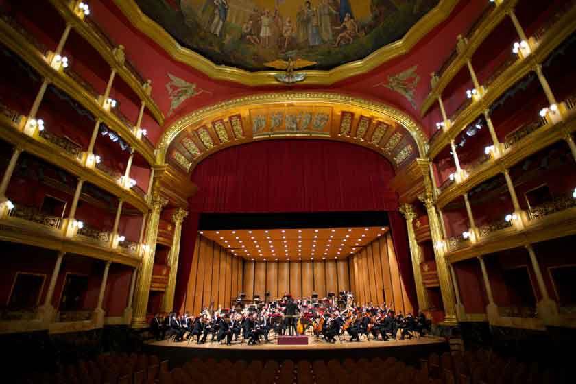 See the orchestra in the Teatro Degollado in Guadalajara