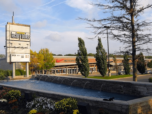 Many people choose to stay in the moderately priced hotels clustered around the Niagara Factory Outlet Mall on Lundy's Lane in Niagara Falls, Ontario, Canada.