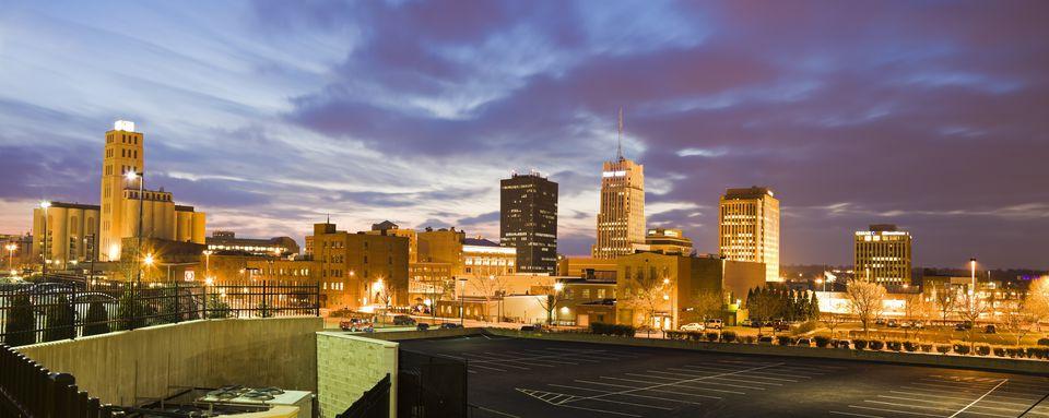 USA, Ohio, Akron, Cityscape at dusk