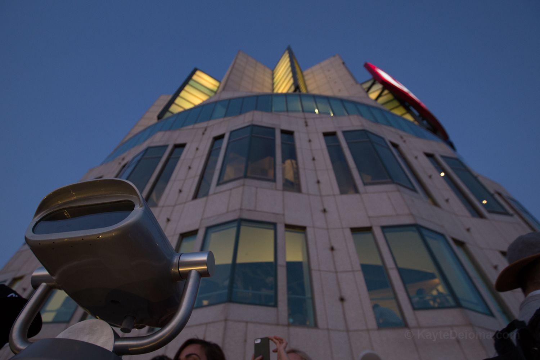 La Plataforma de Observación en Skyspace LA en la Torre del Banco de los Estados Unidos